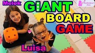 GIANT Board Game Challenge | Riesenbrettspiel-Challenge | Melek + Luisa