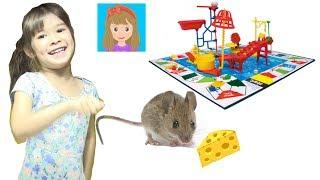 Mouse Trap Game! |  Family Fun | Classic Board Game | Family Game Night | Peanut's World